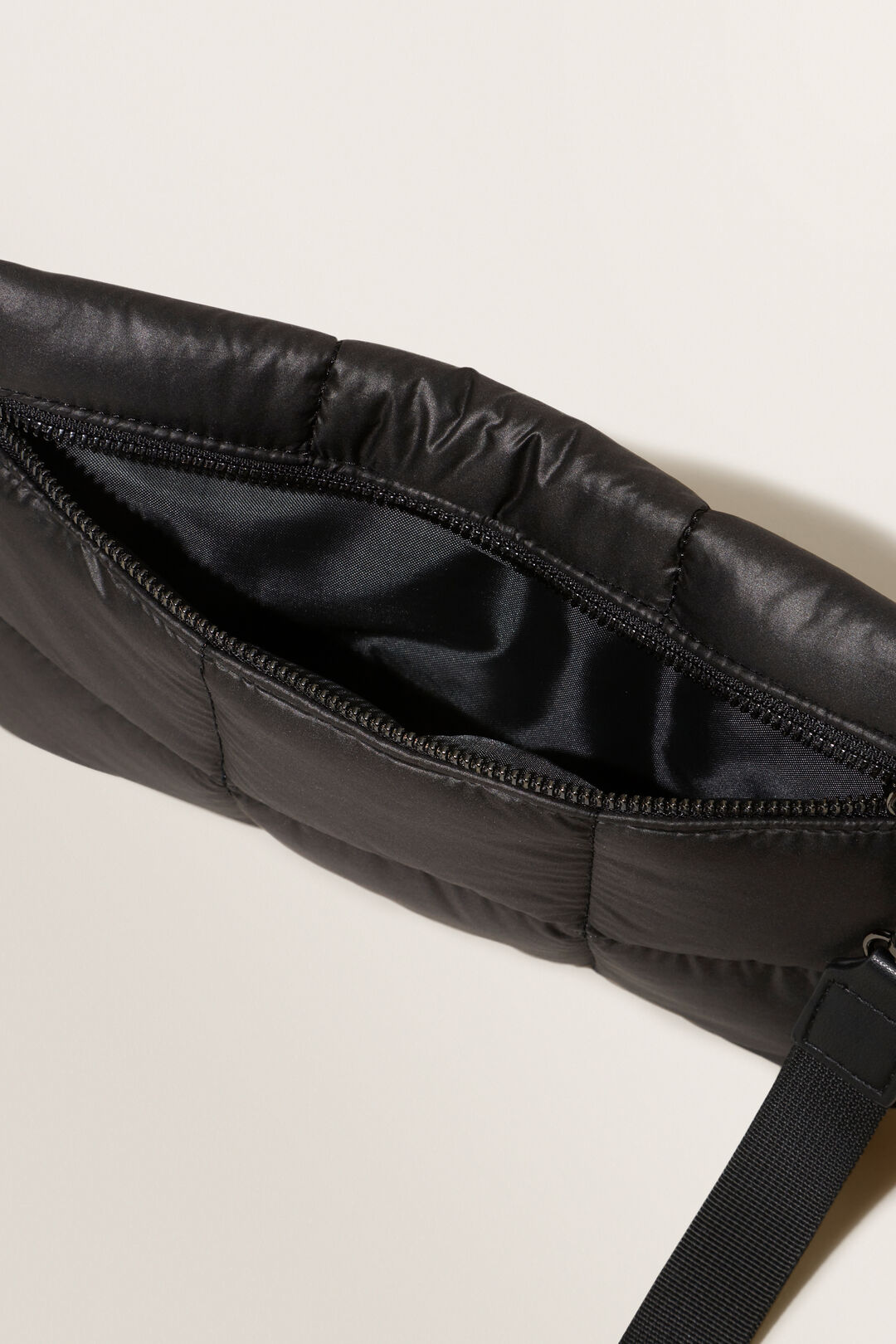 Quilted Pouch  BLACK  hi-res