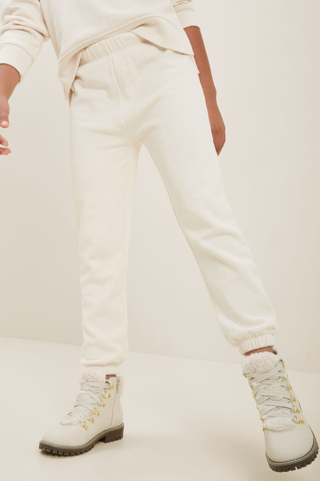 Relaxed Trackpant  CREME  hi-res